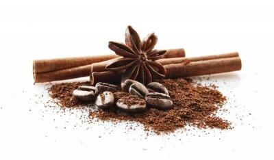 Vinilo Granos de café recogidos con polvo de café sobre fondo blanco