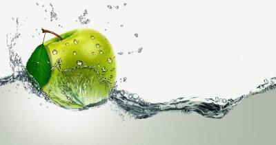 Vinilo Green Apple amid splashing water.