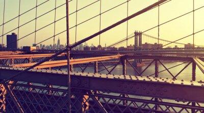 Vinilo Hazy City Skyline desde el puente de Brooklyn al atardecer