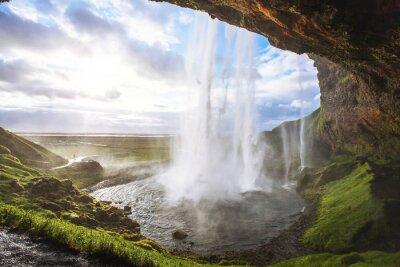 Vinilo Hermosa cascada al atardecer