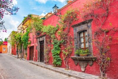 Vinilo Hermosas calles y coloridas fachadas de San Miguel de Allende en Guanajuato, México