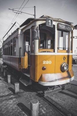 Vinilo Imagen desaturada del carro de Oporto, excepto por su particular color amarillo.