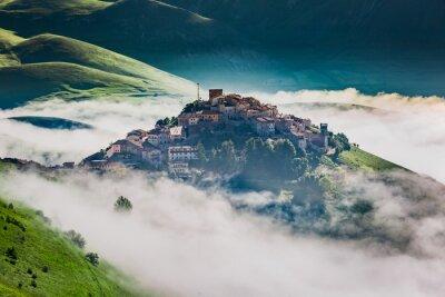 Vinilo Impresionante amanecer en el Castelluccio, Umbría, Italia