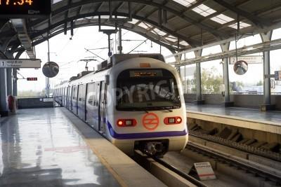 Vinilo Indian tren del metro moderno en Nueva Delhi