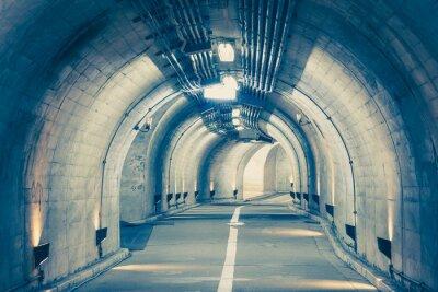 Vinilo Interior de un túnel urbano en la montaña sin tráfico ..