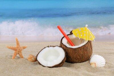 Vinilo Kokosnuss Frucht cóctel Bebida im Sommer am Meer und Strand