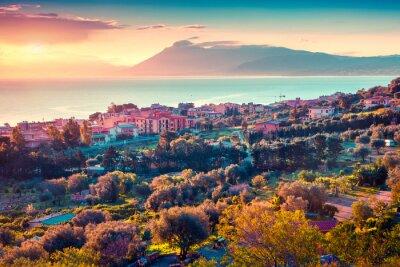 Vinilo La puesta del sol de primavera colorido en el pueblo Solanto