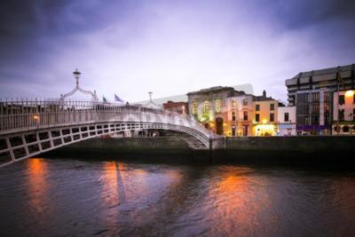 Vinilo Landmark Ha'Penny bridge over the River Liffey in Dublin