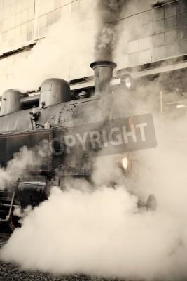 Vinilo Locomotora de vapor en la estación de tren envuelto en la nube - teñido retro vendimia