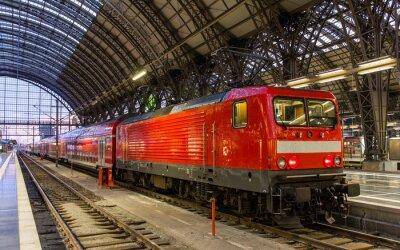 Vinilo Locomotora eléctrica con el tren regional en Frankfurt, Alemania