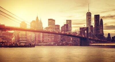 Vinilo Manhattan estilizada retro en la puesta del sol, Nueva York, los EEUU.