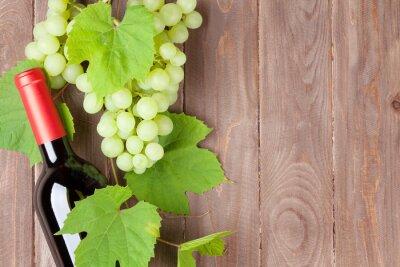 Vinilo Manojo de uvas y botella de vino tinto