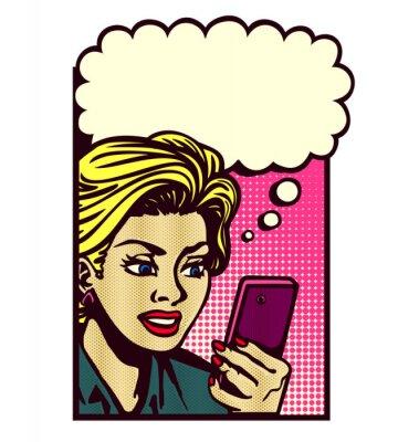 Vinilo Mujer de estilo retro de cómic mirando smartphone, mensajes de texto, mensaje de texto de lectura, sms, y el pensamiento con el vector de la burbuja de discurso vintage pop art ilustración