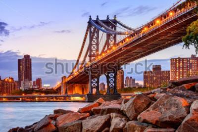 Vinilo New York City, USA at the Manhattan Bridge spanning the East River.