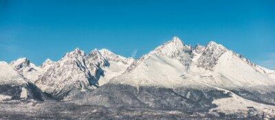 Vinilo Paisaje de montaña, cubiertas de nieve altas montañas y cielo azul