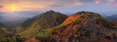 Vinilo Panorama de las montañas al amanecer