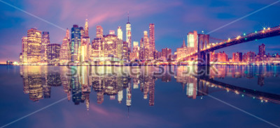 Vinilo Panorama del centro de Manhattan al atardecer con rascacielos, la ciudad de Nueva York