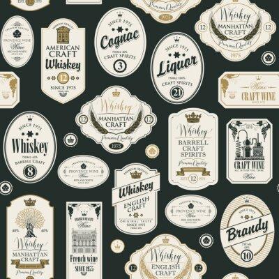 Vinilo Patrón transparente de vector con collage de etiquetas para diversas bebidas alcohólicas en estilo retro con inscripciones de whisky, licor, coñac, vino, brandy.