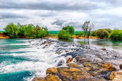 Vinilo Pequeño arroyo y cascada en la naturaleza preservada