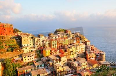 Vinilo Picturesque sunset in colorful Manarola village (Cinque Terre, Italy)