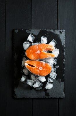 Vinilo Piezas frescas de salmón sobre hielo