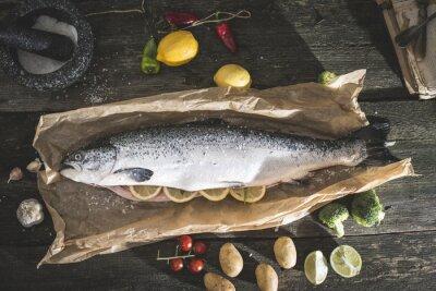 Vinilo Preparing whole salmon fish for cooking