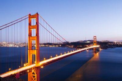 Vinilo Puente de puerta de oro en el cielo azul al amanecer