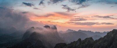 Vinilo Puesta de sol majestuosa con la montaña