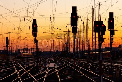 Vinilo Railroad Tracks at a Major Train Station at Sunset.