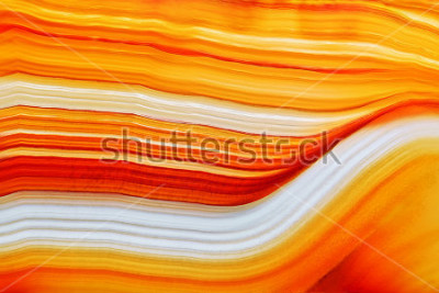 Vinilo Sección transversal de la superficie natural de cristal de ágata translúcida, estructura abstracta naranja, corte, mineral, piedra, macro, primer plano