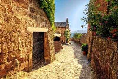 Vinilo Sunny se estrecha en un día de verano en una antigua ciudad italiana