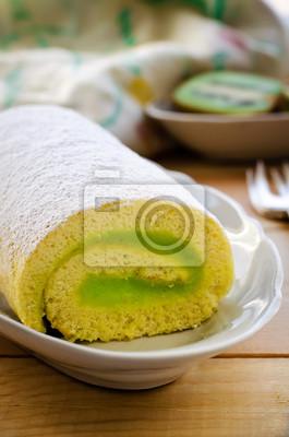 Torta del rodillo con macarons crema de kiwi decoradas