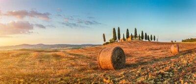 Vinilo Toscana paisaje con casa de campo al atardecer, Val d'Orcia, Italia