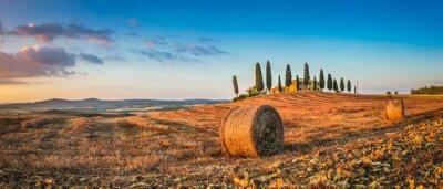 Vinilo Toscana paisaje con casa de la granja al atardecer, Val d'Orcia, Italia