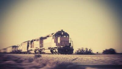 Vinilo Tren de carga que viaja a través del desierto de Arizona