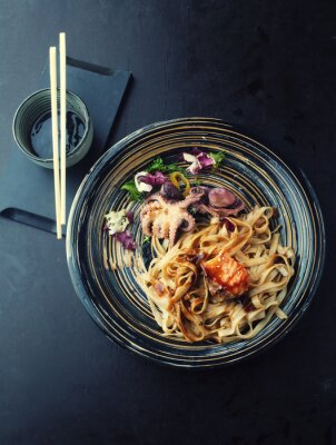 Vinilo Udon fideos con salmón y pulpo