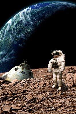 Vinilo Un astronauta varado examina su situación - Elementos de esta imagen proporcionados por la NASA.