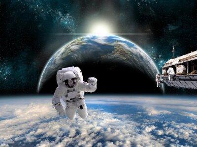 Vinilo Un equipo de astronautas trabaja en una estación espacial - Elementos de esta imagen proporcionados por la NASA.