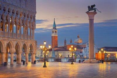 Vinilo Venecia. Imagen de la plaza de San Marcos en Venecia durante el amanecer.