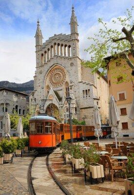 Vinilo Viejo tranvía delante de la Catedral de Sóller, Mallorca, España