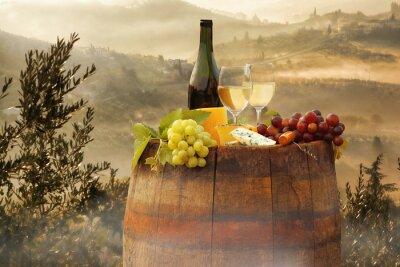 Vinilo Vino blanco con barril en viñedo en Chianti, Toscana, Italia