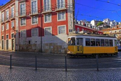 Vinilo Vintage tranvía de Lisboa en la calle de la ciudad