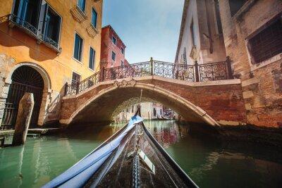 Vinilo Vista de góndola durante el paseo a través de los canales de Venecia i