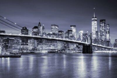 Vinilo Vista del puente de Manhattan y de Brooklin por noche, New York City