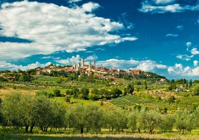 Vinilo Vista panorámica de San Gimignano, con viñedos, uno de los pueblos más bellos de Italia