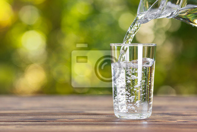 Vinilo water pouring into glass