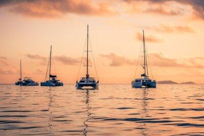 Vinilo Yates de recreo en el Océano Índico
