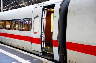 Vinilo Zug im Bahnhof mit offener Tür